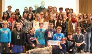 Die SchokoFair-Gruppe mit ihren Kooperationspartnern des Suitbertus Gymnasiums Düsseldorf