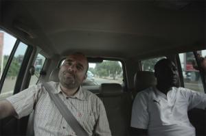 Filmemacher Miki Mistrati und sein Kollege Ange Aboa